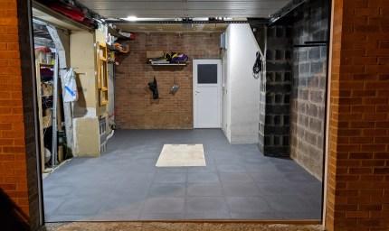 Garage particulier en Dalles PVC GS70