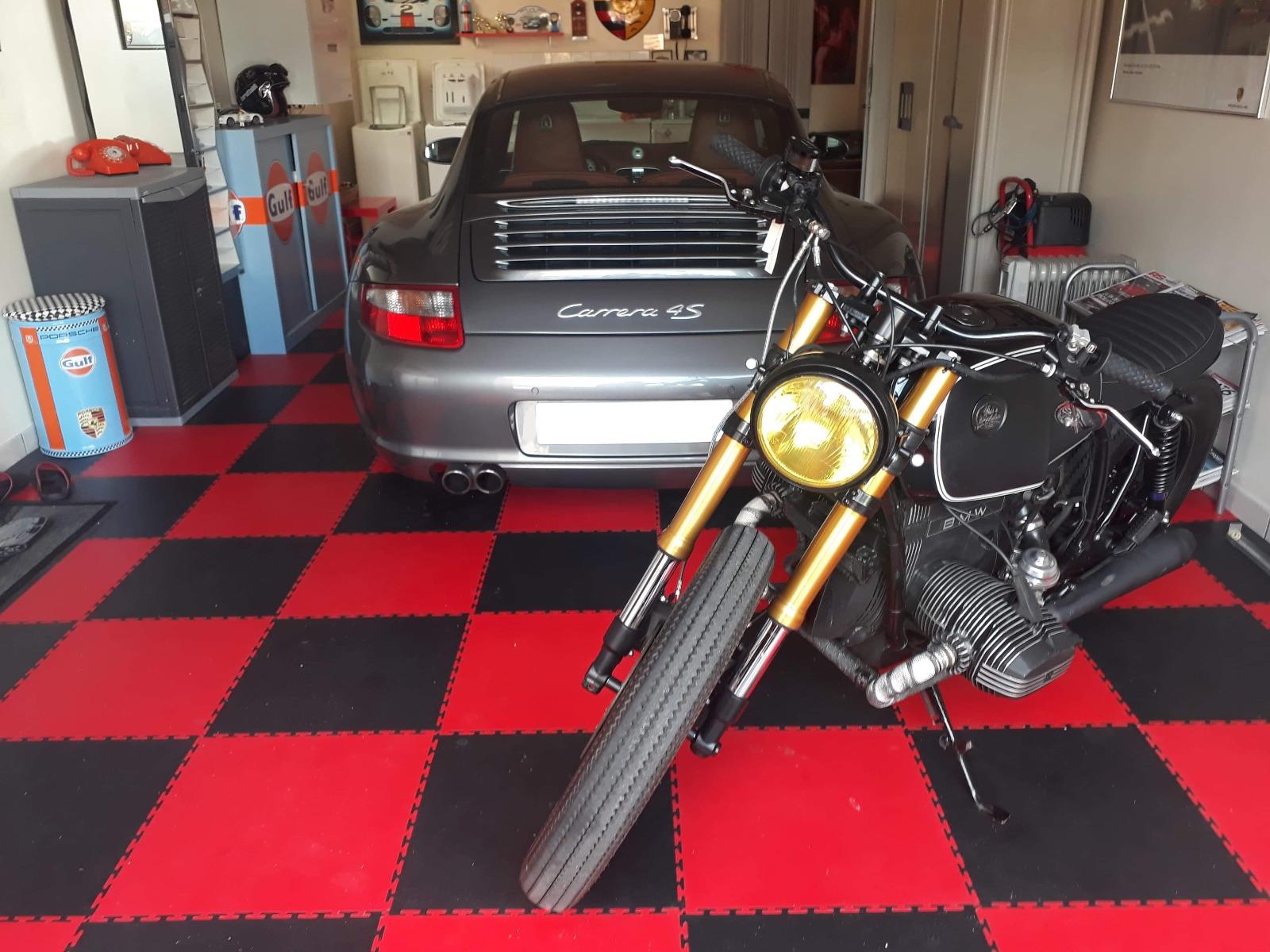 Damier rouge noir garage porsche moto dalles PVC